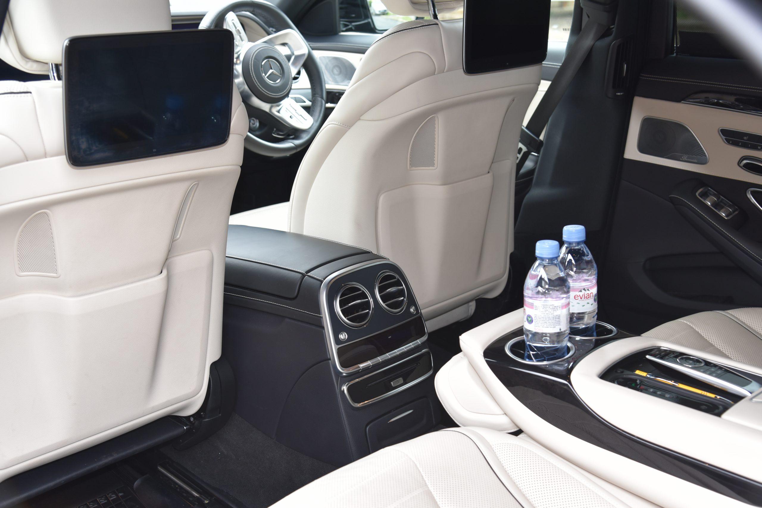 Chauffeurs Oxford - VIP S Class Saloon, Mercedes, V Class, The Summit Chauffeurs BMW Audi Oxfordshire